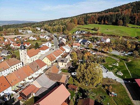 Luftaufnahme des Hollerhöfe Landhauses in Kemnath im Fichtelgebirge