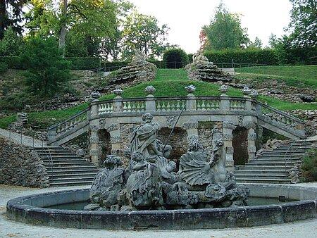 Wasserkaskade mit Neptunbrunnen in Eckersdorf in der Fränkischen Schweiz