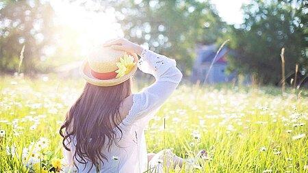 Zeckensaison, Pollenflug & Sonnenbrand: Mit Bedacht durch den Frühling