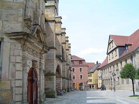 Kirchplatz in der Festspiel- und Universitätsstadt Bayreuth im Fichtelgebirge