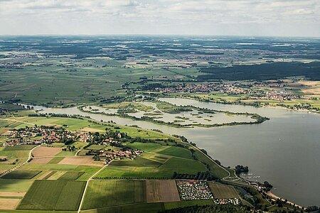 Luftbild des fränkischen Seenlandes mit all seinen Ferienwohnungen, Hotels, Pensionen und Gasthöfen