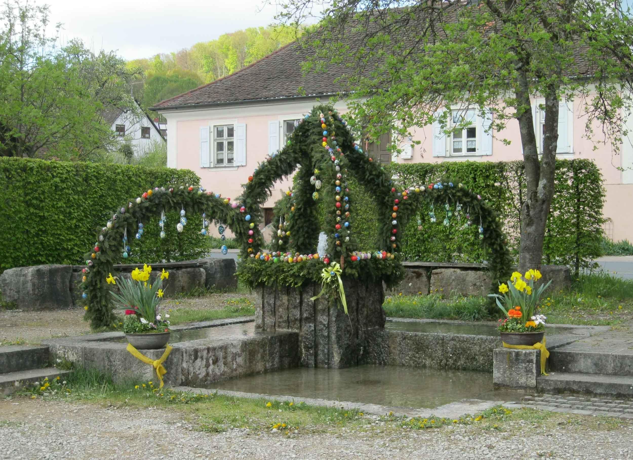 Osterbrunnen Fränkische Schweiz   Bayern-online.de